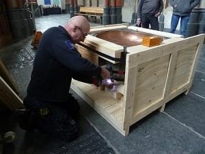 Doopvont in kist verpakt
